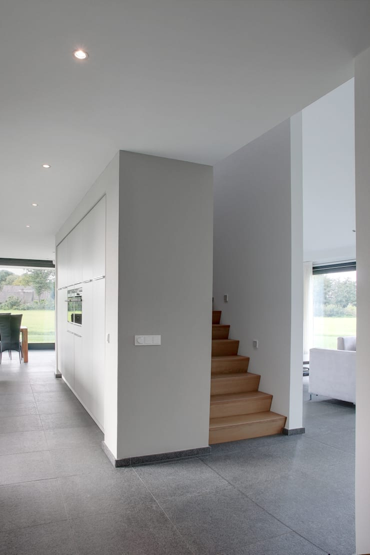 Trap:  Gang en hal door BenW architecten