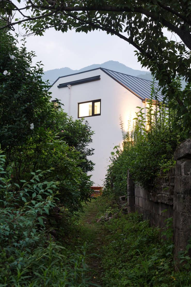 양평 오솔집: B.U.S Architecture의  주택,모던