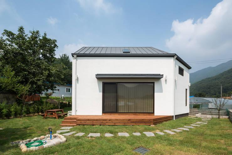 양평 오솔집: B.U.S Architecture의  주택