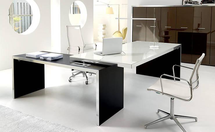 Projekty,  Domowe biuro i gabinet zaprojektowane przez Arredoufficio srl