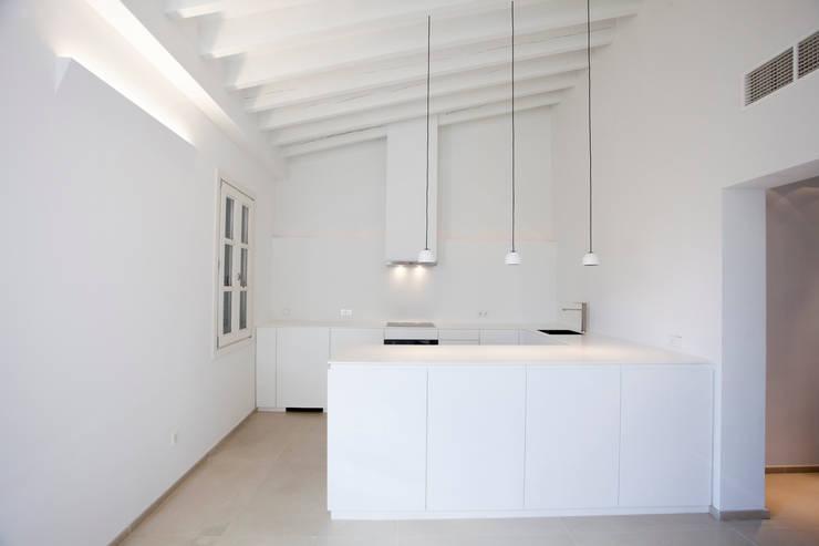 Кухни в . Автор – ISLABAU constructora, Минимализм