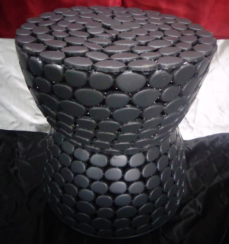 Iron Pebble Stool: modern Living room by Overseas Trading Corporation