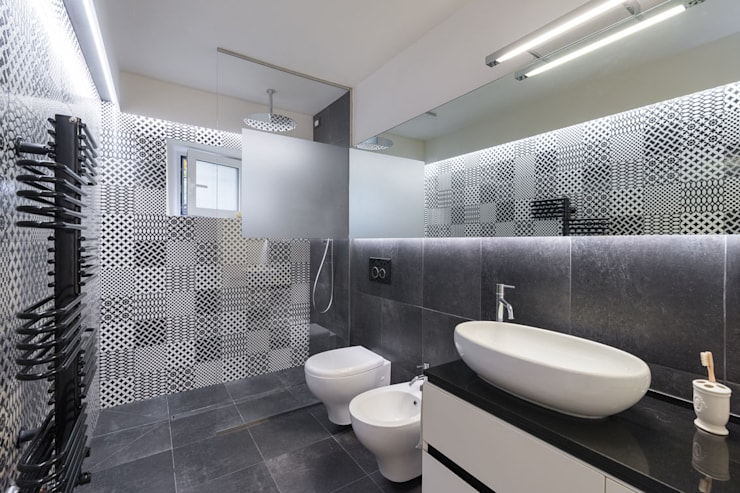 Salle de bains de style  par B+P architetti