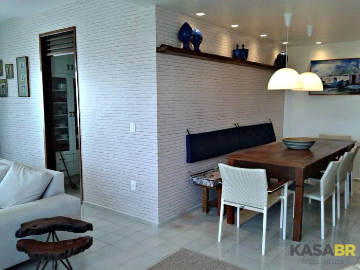 Apartamento de verão | Camboinha: Sala de jantar  por KASA BR Arquitetura,