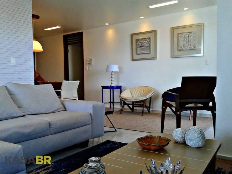 Apartamento de verão | Camboinha: Sala de estar  por KASA BR Arquitetura,