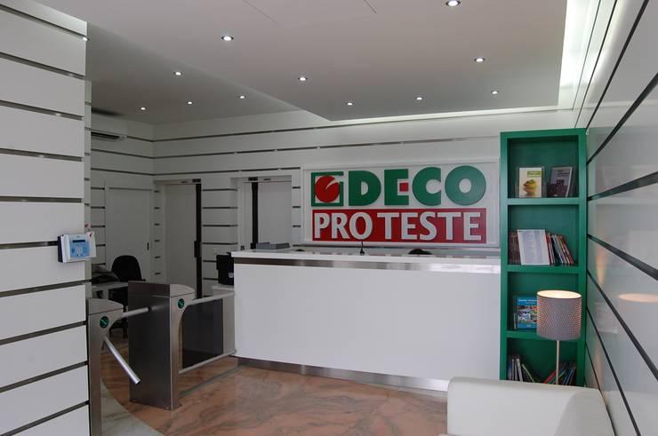 Hall de entrada - DEPOIS:   por Critério Arquitectos by Canteiro de Sousa