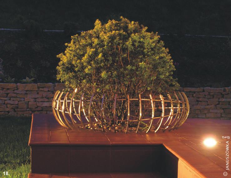 Ogród z altaną: styl , w kategorii Taras zaprojektowany przez Pracownia Projektowa Architektury Krajobrazu Januszówka,Nowoczesny
