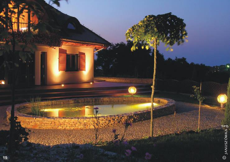 Ogród z altaną: styl nowoczesne, w kategorii Domy zaprojektowany przez Pracownia Projektowa Architektury Krajobrazu Januszówka