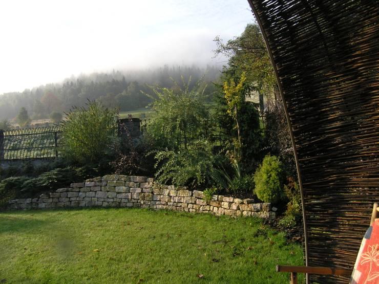 Ogród z altaną: styl , w kategorii Ogród zaprojektowany przez Pracownia Projektowa Architektury Krajobrazu Januszówka,Nowoczesny