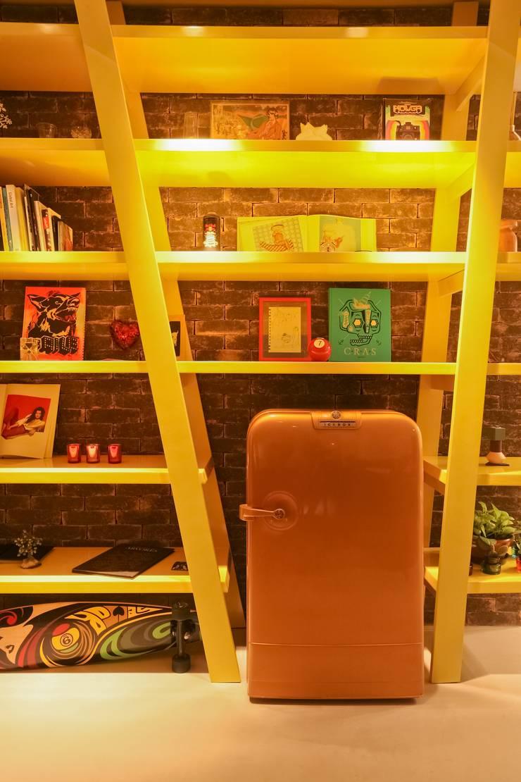 RESIDÊNCIA VENDRAMIN: Salas de estar  por felipe torelli arquitetura e design