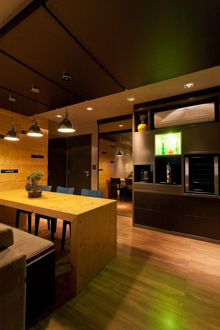 http://felipetorelli.com/#/residncia-stevan-em-andamento/: Salas de estar modernas por felipe torelli arquitetura e design