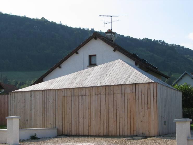 Prisme du garage: Garage / Hangar de style  par Thierry Marco Architecture