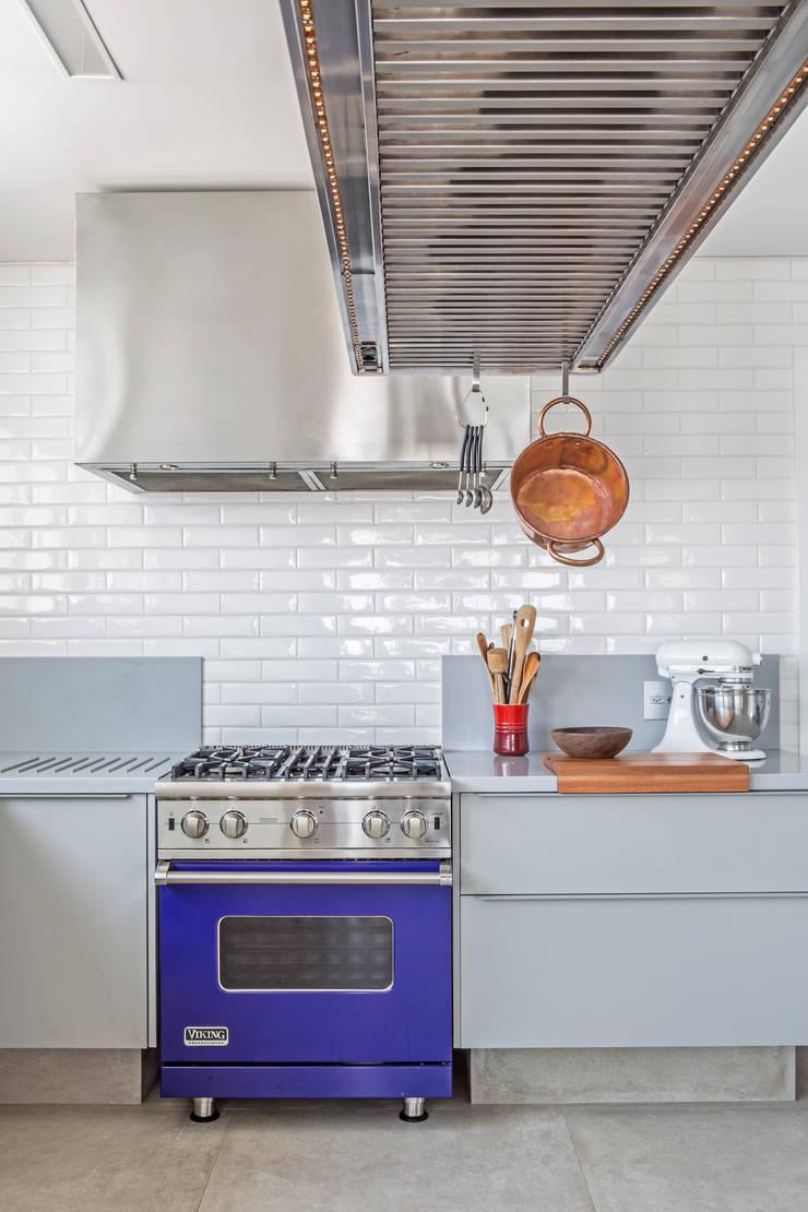 Residência Roverato: Cozinhas  por felipe torelli arquitetura e design,Moderno Ferro/Aço