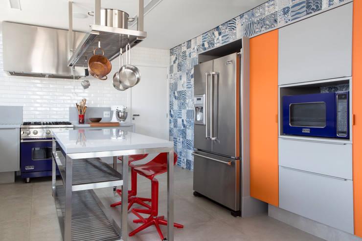 Residência Roverato: Cozinhas  por felipe torelli arquitetura e design,Moderno Vidro