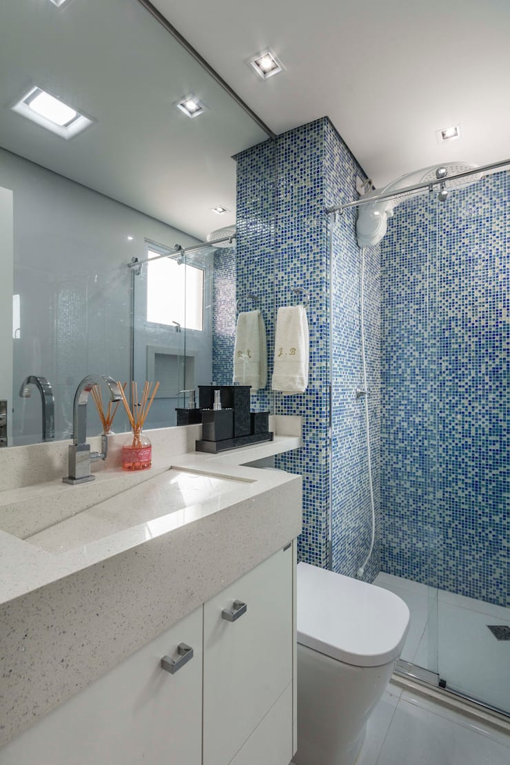 Eclectic style bathroom by Lo. interiores Eclectic