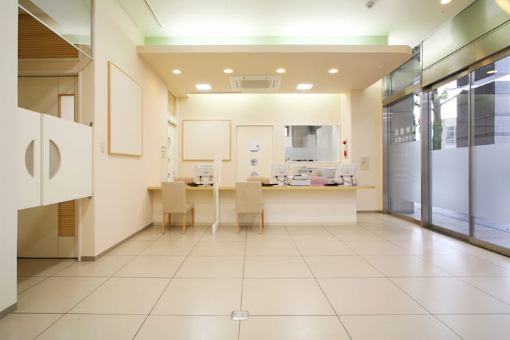 薬局 待合: 吉田設計+アトリエアジュールが手掛けた医療機関です。