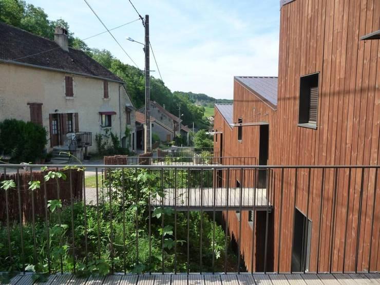Façade est: Maisons de style de style Moderne par Thierry Marco Architecture