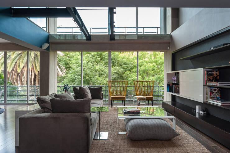 Departamento en La Condesa: Salas de estilo  por MAAD arquitectura y diseño