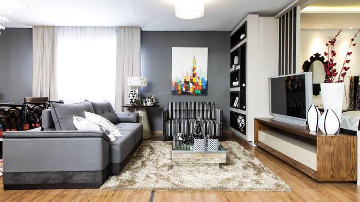 Sala TV: Sala de estar  por Sgabello Interiores