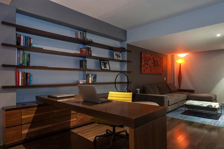 Oficinas de estilo  por MAAD arquitectura y diseño