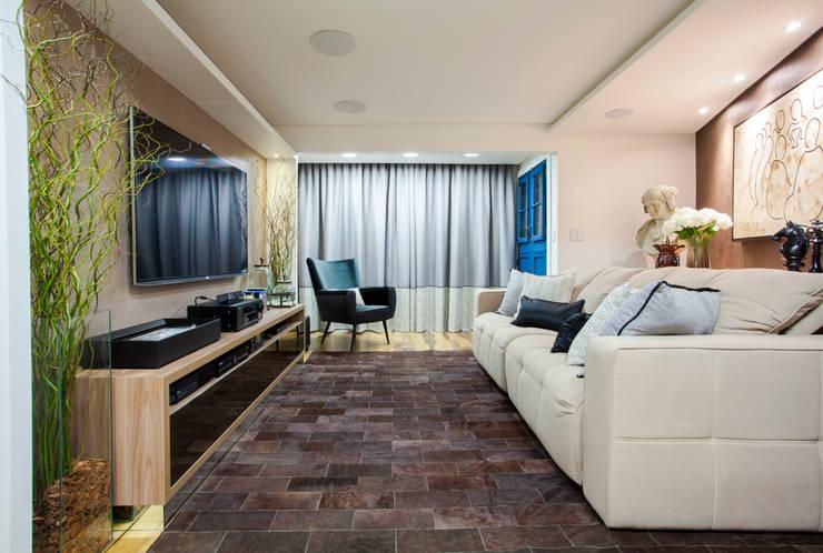 Salas multimedia de estilo moderno por Estúdio HL - Arquitetura e Interiores