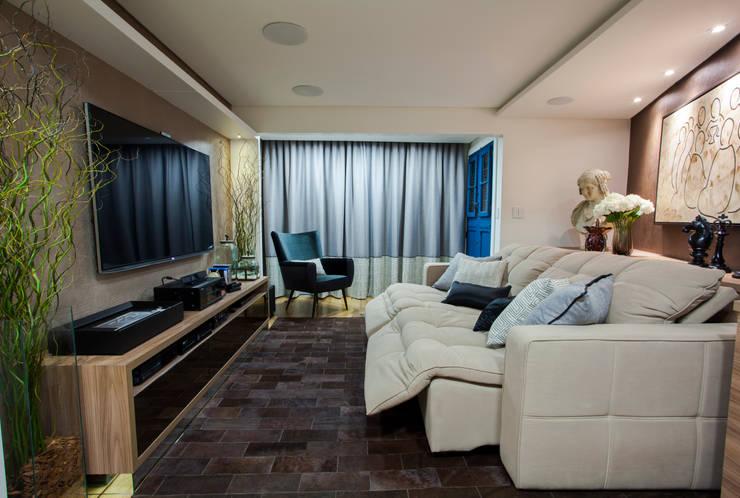 moderne Mediakamer door Estúdio HL - Arquitetura e Interiores