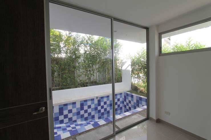 Residencial Campestre: Piscinas de estilo  por Alzatto Arquitectos, Moderno