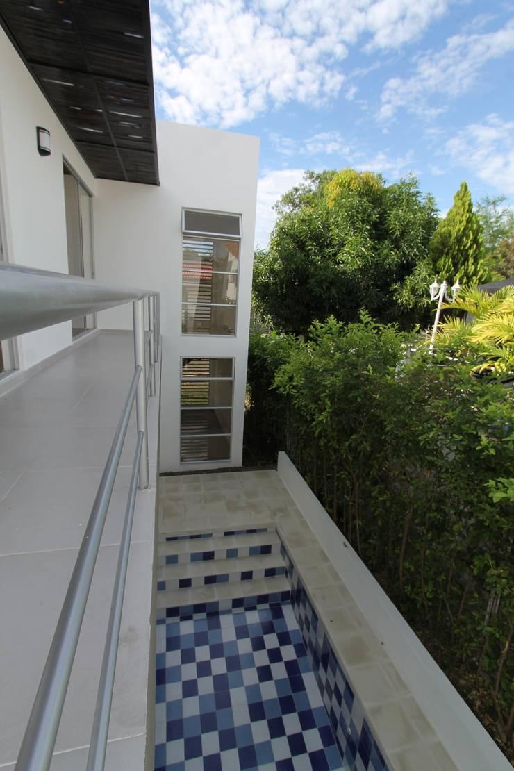 Residencial Campestre: Terrazas de estilo  por Alzatto Arquitectos, Moderno