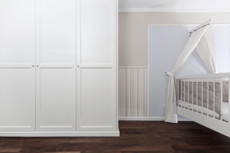 Nursery/kid's room by Cordier Innenarchitektur, Classic