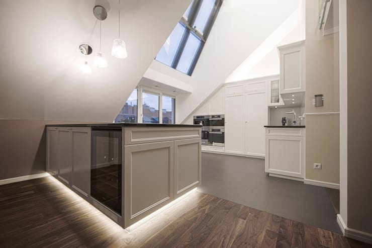 Kitchen by Cordier Innenarchitektur, Classic