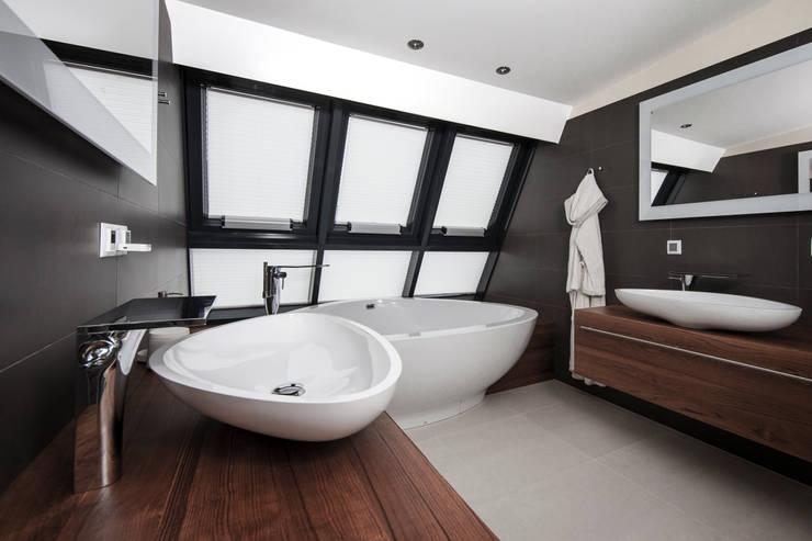 Dachgeschosswohnung: klassische Badezimmer von Cordier Innenarchitektur