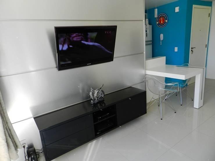 estar jovem: Salas de estar  por ANE DE CONTO  arq. + interiores,