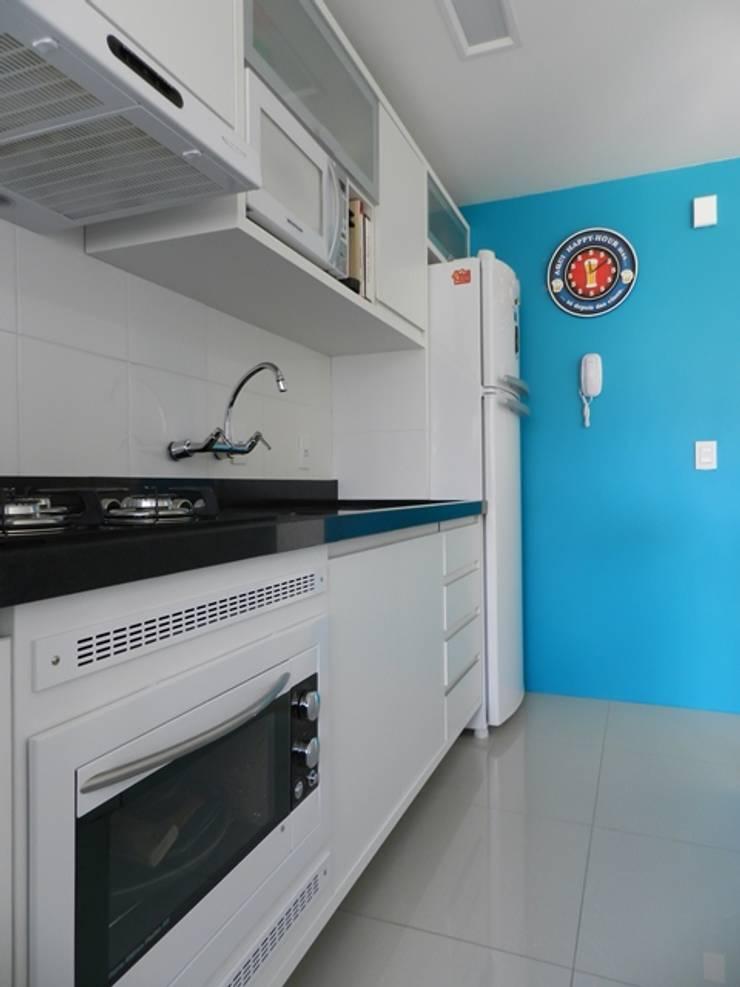 cozinha compacta: Cozinhas  por ANE DE CONTO  arq. + interiores,