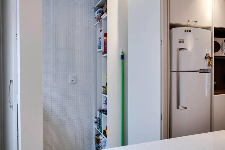 SDB | Área de Serviço: Cozinhas  por Kali Arquitetura