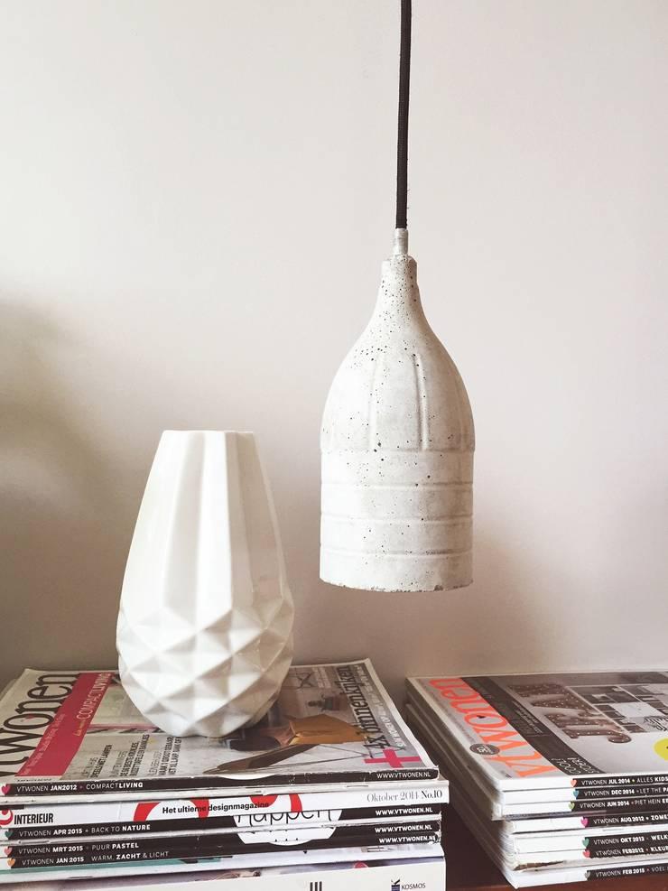 Hanglamp Douwe Beton & Handgemaakt: modern  door byCoco Designstudio, Modern