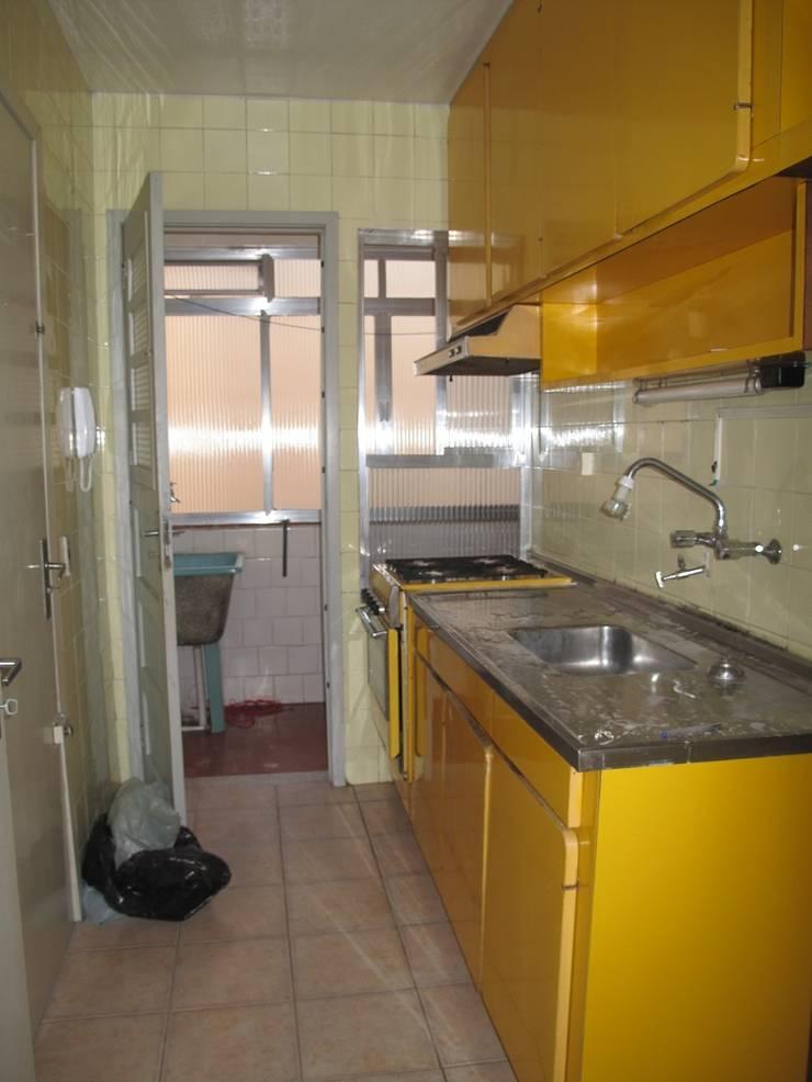 SDB | Cozinha | Antes: Cozinhas  por Kali Arquitetura