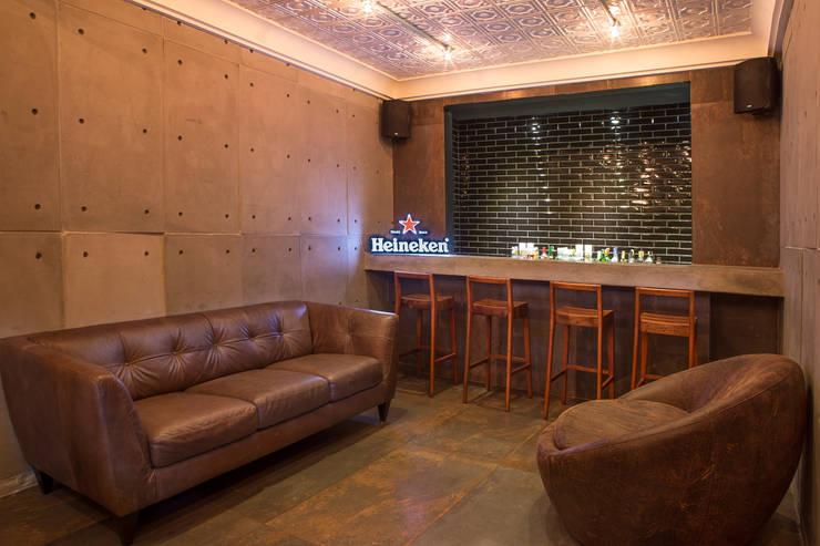 Yê Saudável – Santos – Brasil : Salas de jantar  por felipe torelli arquitetura e design,