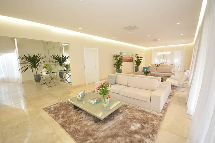 Casa Represa: Salas de estar  por Belisa Corral - Arquitetura & Interiores
