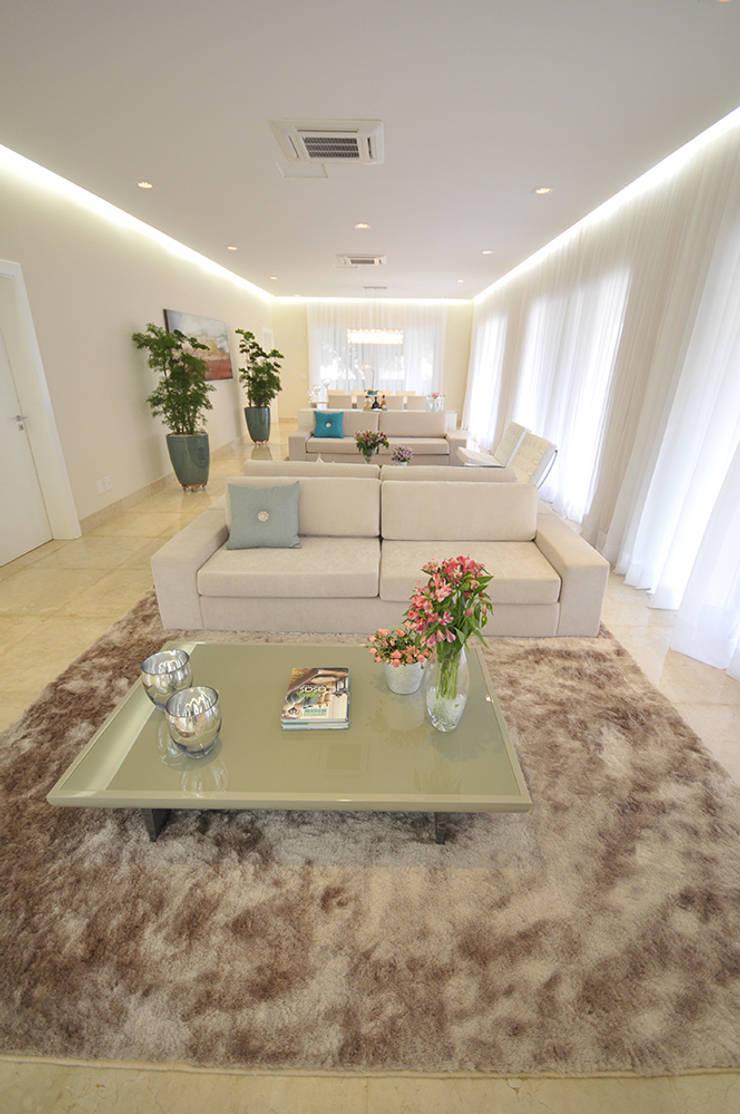 Casa Represa Salas de estar minimalistas por Belisa Corral - Arquitetura & Interiores Minimalista
