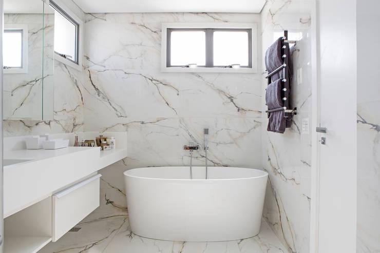 Residência Roverato: Cozinhas  por felipe torelli arquitetura e design,Moderno Mármore