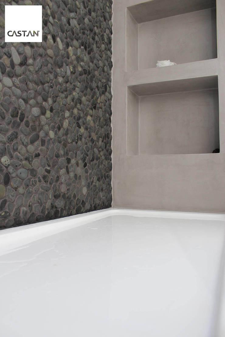 Nichos - instalação sanitária piso superior: Casas de banho  por Castan