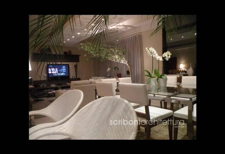 Sala de Estar e Jantar -: Salas de jantar  por architettura|Scriboni,