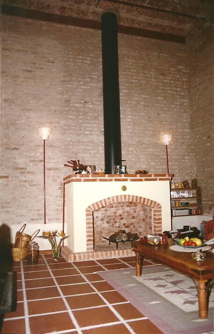 Salas de estar  por Arquitecto Oscar Alvarez , Moderno