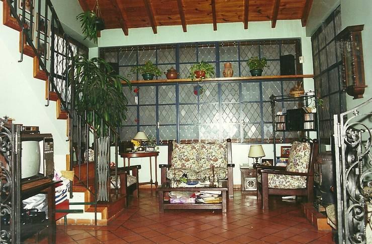 Salones de estilo  de Arquitecto Oscar Alvarez, Moderno