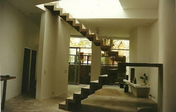 Pasillos y vestíbulos de estilo  de Arquitecto Oscar Alvarez, Moderno
