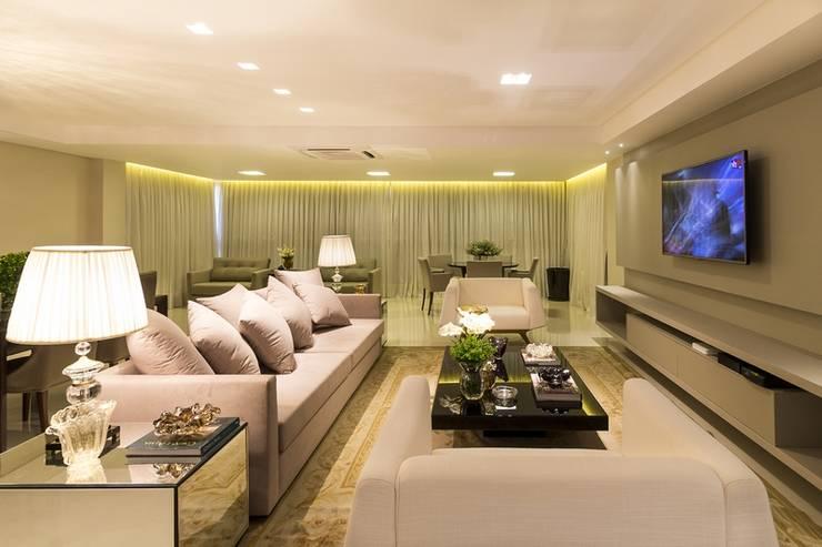 Apartamento G2: Salas de estar  por Valdete Duarte,