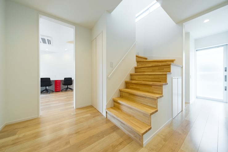 イヌ×イエ 玄関: フォーレストデザイン一級建築士事務所が手掛けたです。