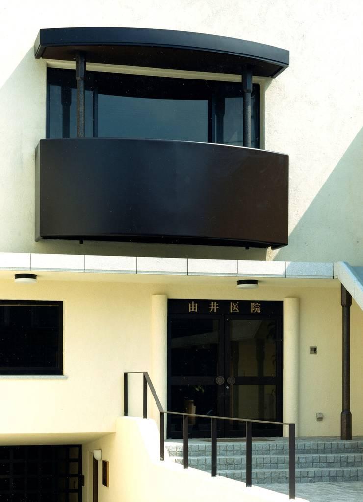 川崎の医院: 松井建築研究所が手掛けた家です。