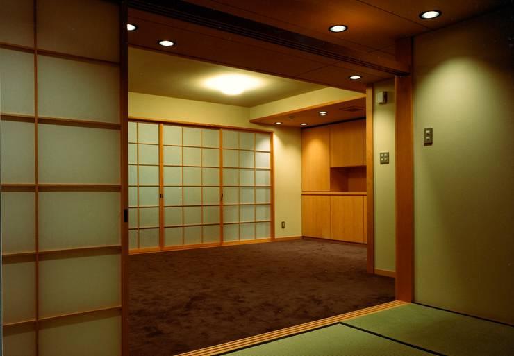 川崎の医院: 松井建築研究所が手掛けた壁です。