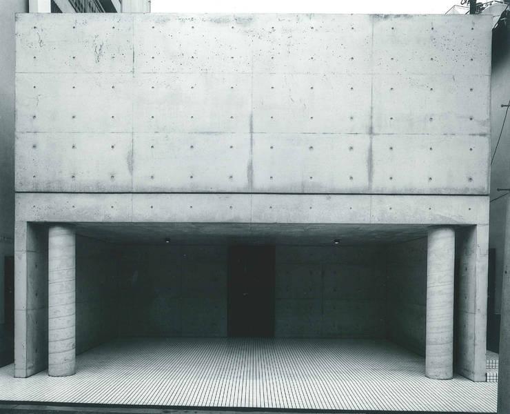 東住吉のコートハウス: 株式会社  小林恒建築研究所が手掛けた家です。